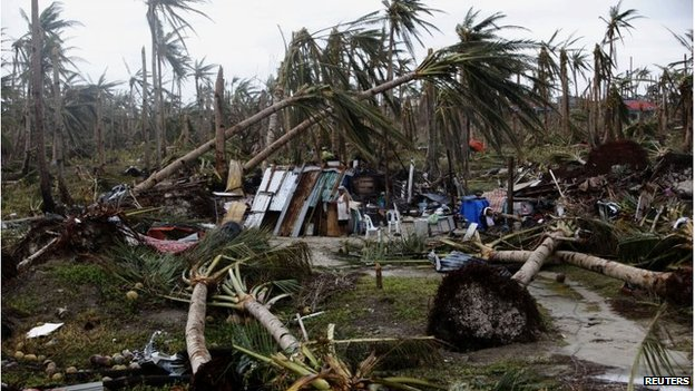 Destroyed homes in Samar island, Philippines (13 Nov 2013)