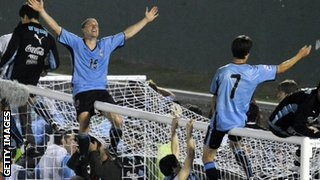 Uruguay celebrate qualifying for the 2010 World Cup