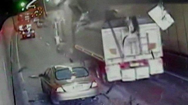 Lorry crash in Sydney's M5 East motorway tunnel