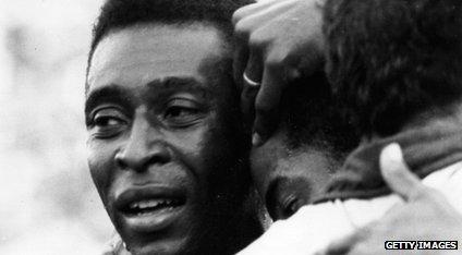 Pelé chora depois de ganhar copa do mundo 1970