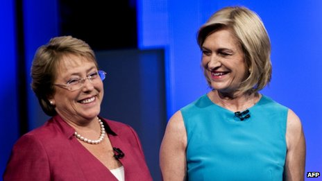 Michelle Bachelet and Evelyn Matthei before the start of a presidential candidate debate organised on 29 October, 2013