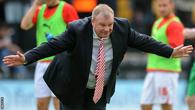 Steve Evans bows to the Rotherham supporters