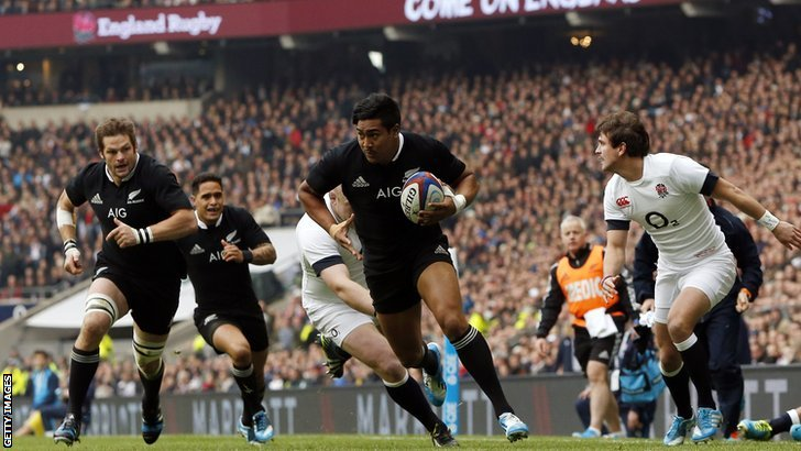 Julian Savea scores New Zealand's first try