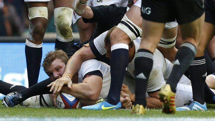 Joe Launchbury scores for England