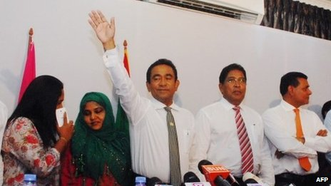 Abdulla Yameen (centre) waves to his supporters in Male. Photo: 17 November 2013