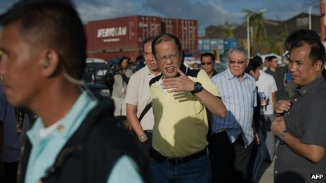 Philippine President Benigno Aquino visits the navy port where some relief supplies arrive by boat in Tacloban, 17 November