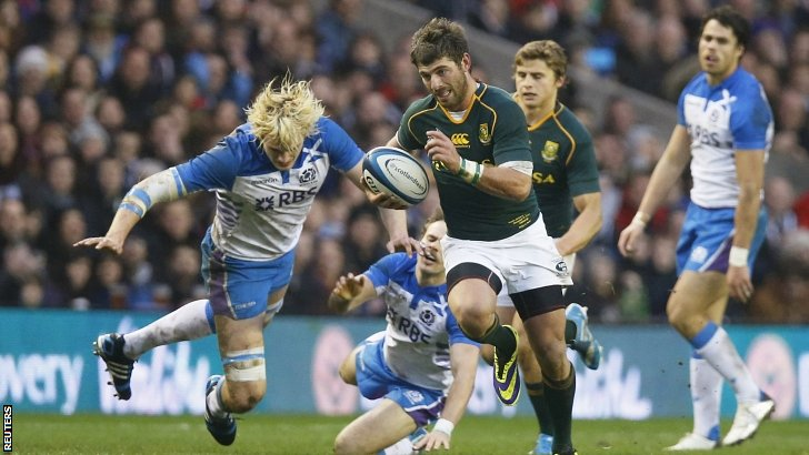 Willie Le Roux breaks through