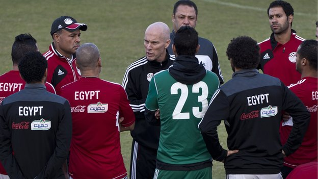 Bob Bradley (centre) speaks to his players during a training session