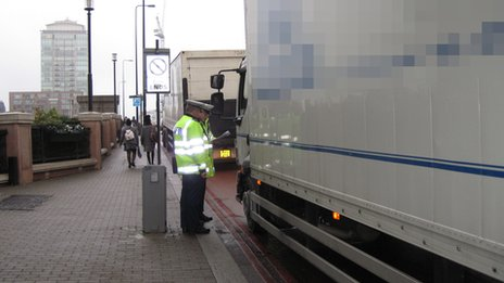Met Police inspect lorry at Vauxhall on Monday