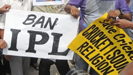 Cricket fans protest over alleged match-fixing in IPL Twenty20 cricket