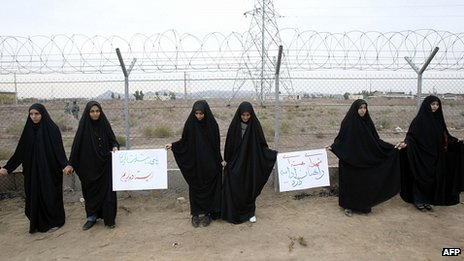 Iranian students form human chain outside Fordo Uranium Conversion Facility in Qom. 19 Nov 2013
