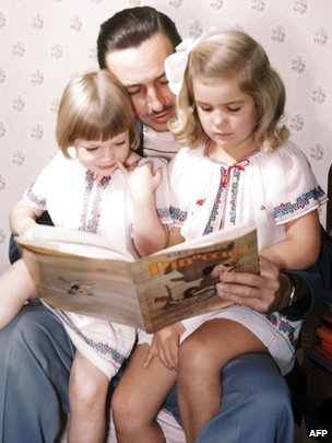 Walt Disney (C) with daughters Sharon Disney (L) and Diane (R).
