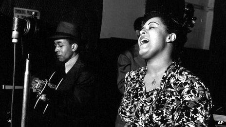 Billie Holliday records Strange Fruit in 1939