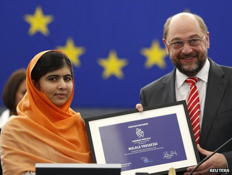 Malala Yousafzai receiving award in Strasbourg, 20 Nov 13