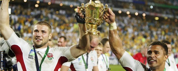 Ben Cohen (left) lifts the World Cup aloft with Jason Robinson