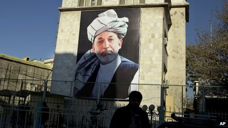 A mural of Afghan President Hamid Karzai on display in the centre of Kabul (19 November 2013)