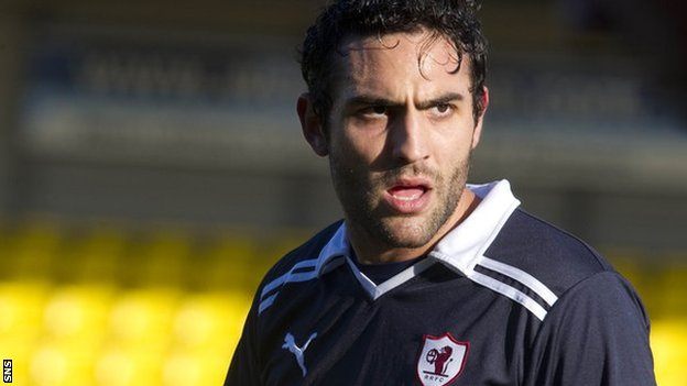 Damian Casalinuovo in action for Raith Rovers