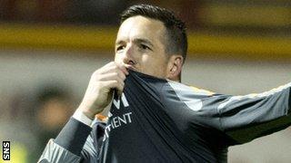 Jamie Langfield kisses the Aberdeen badge