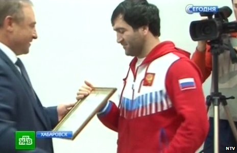Dagestani boxer receives a  bravery award from the mayor of Khabarovsk