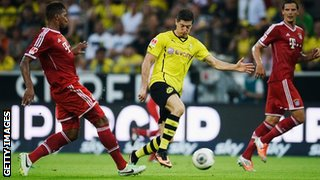 Robert Lewandowski playing in the last Der Klassiker