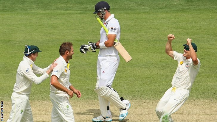Ryan Harris dismisses Kevin Pietersen