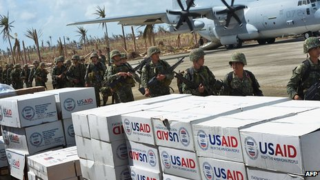 Aid at Guiuan airport