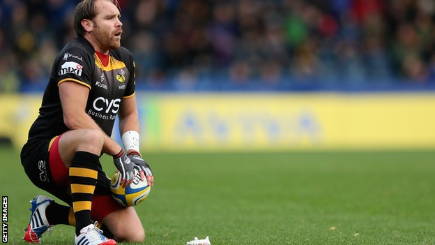 Wasps' Andy Goode prepares to kick for goal