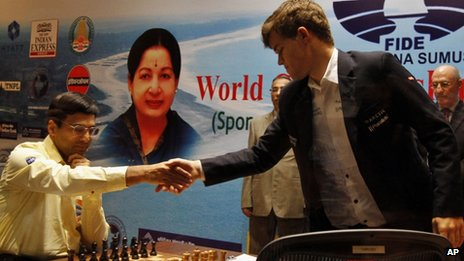 Viswanathan Anand (left) shakes hands with Magnus Carlsen in Chennai (Madras). Photo: 22 November 2013