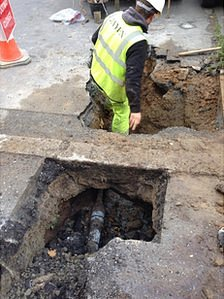 Worker in hole in Trinity Road