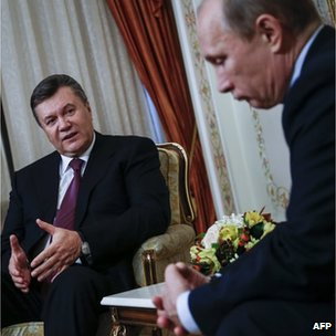 A file picture taken on October 22, 2012, shows Russia's President Vladimir Putin (R) and his visiting Ukrainian counterpart Viktor Yanukovych
