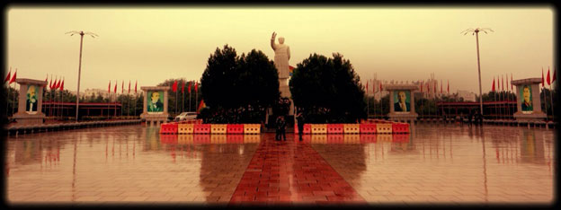 Square with statue of Mao