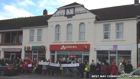 Campaigners forming a human chain around Elms Parade