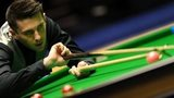 Mark Selby lining up a shot