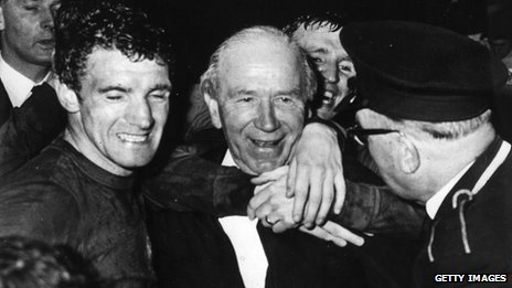 Bill Foulkes and Sir Matt Busby after the 1968 European Cup Final triumph