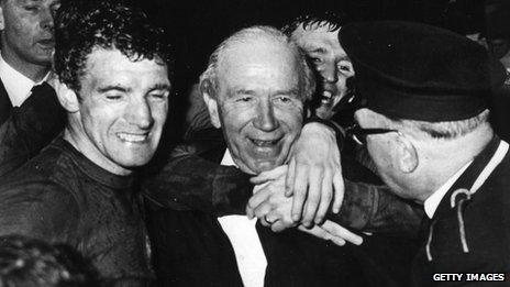 Bill Foulkes and Sir Matt Busby after the 1968 European Cup Final triumph