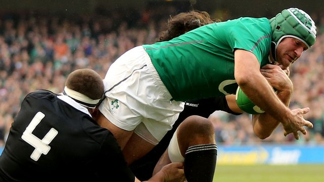 Rory Best scores a try against New Zealand