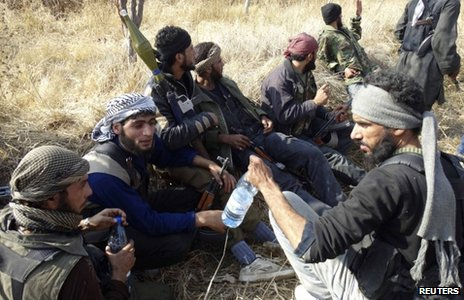 Rebel fighters in Jarba on the outskirts of Damascus (24 November 2013)