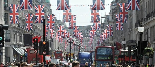 Shoppers on London's Regent street (file pic)