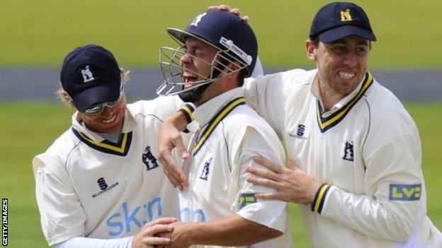 Jonathan Trott enjoys the acclaim of his Warwickshire team-mates