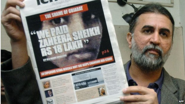 Tarun Tejpal with copy of Tehelka, 2004