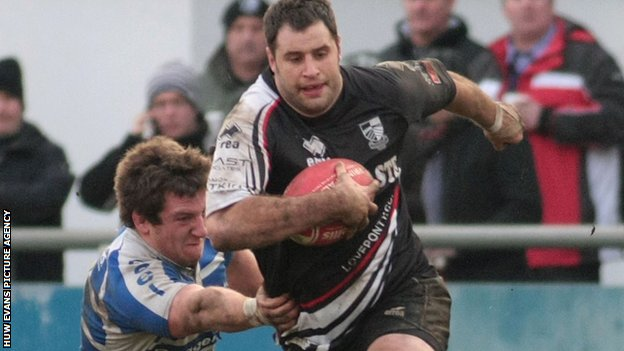 Chris Dicomidis in action for Pontypridd
