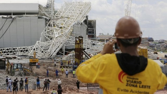 The collapsed crane