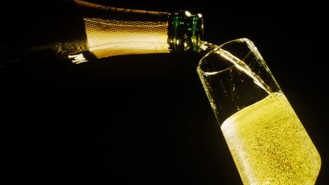Experts 'prefer cheaper champagne'