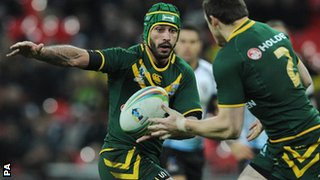 Australia's Johnathan Thurston passes the ball to Brett Morris