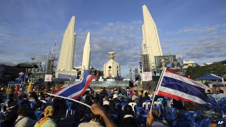 Anti-government protesters gather in front of the Democracy Monument during a rally in Bangkok, Thailand, 29 November 2013