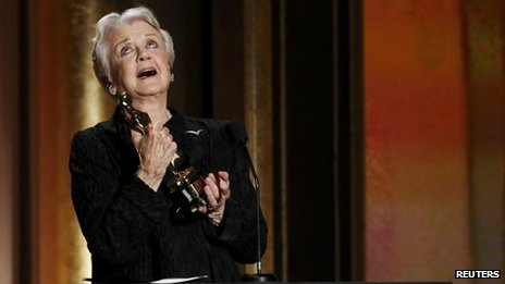Angela Lansbury receives an Oscar
