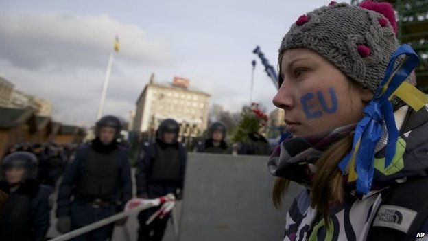Ukrainian woman look at the line of soldiers guarding the Independence Square.