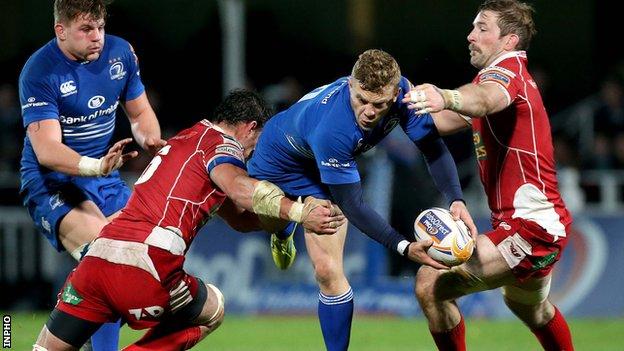 Scarlets pair John Barclay and Aaron Shingler tackle Leinster's Ian Madigan