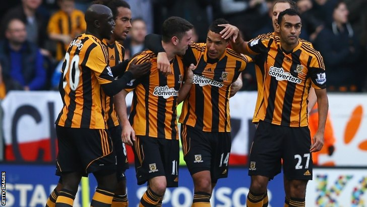 Hull's players celebrate after Jake Livermore's goal