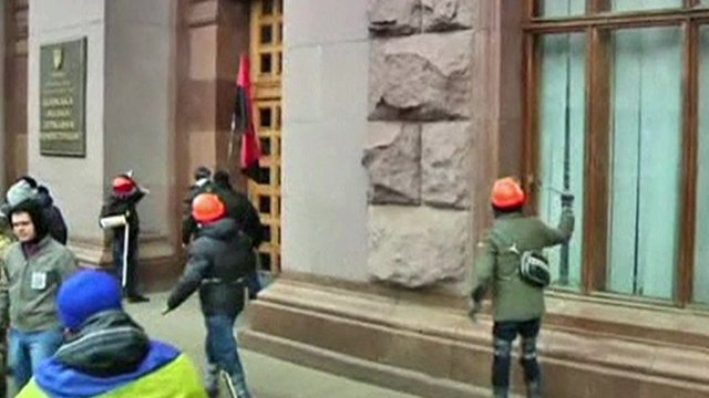 Clashes as huge rally grips Kiev
